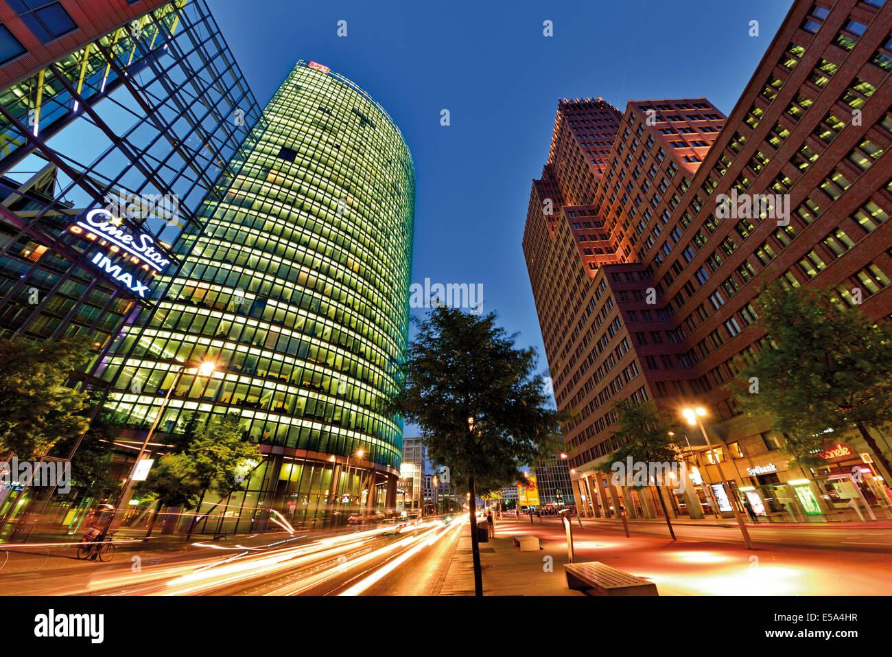 Allemagne, Berlin: vue nocturne de la Place de Potsdam (Potsdamer Platz) Photo Stock