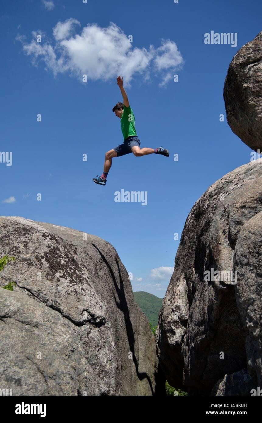 Au fil des sauts Alec boulder Banque D'Images