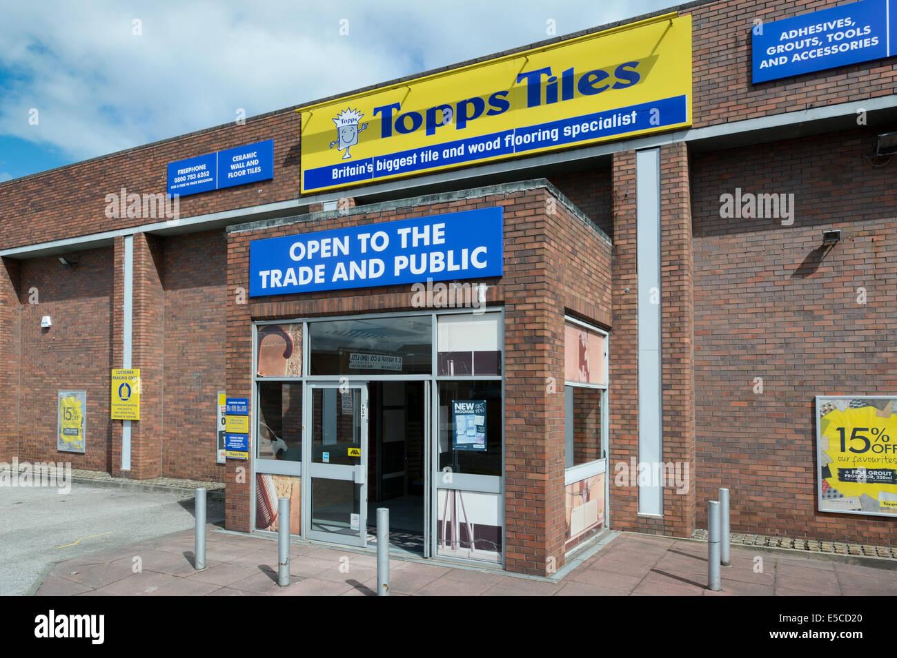 Une branche de l'industrie Topps détaillant sur Cheetham Hill Road à Manchester lors d'une journée Photo Stock