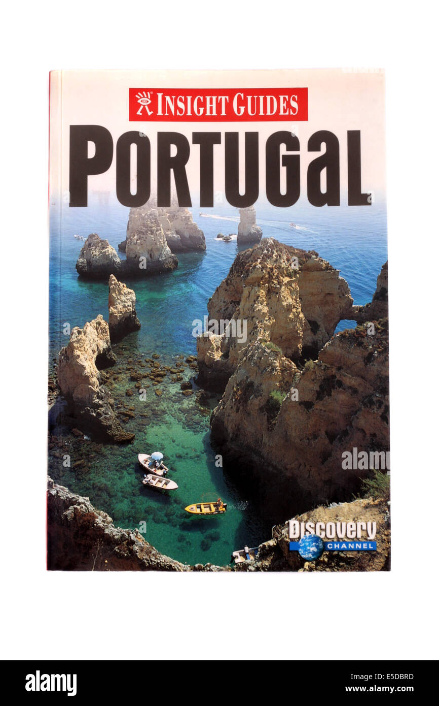 Lonely Planet travel book au Portugal sur un fond blanc. Photo Stock