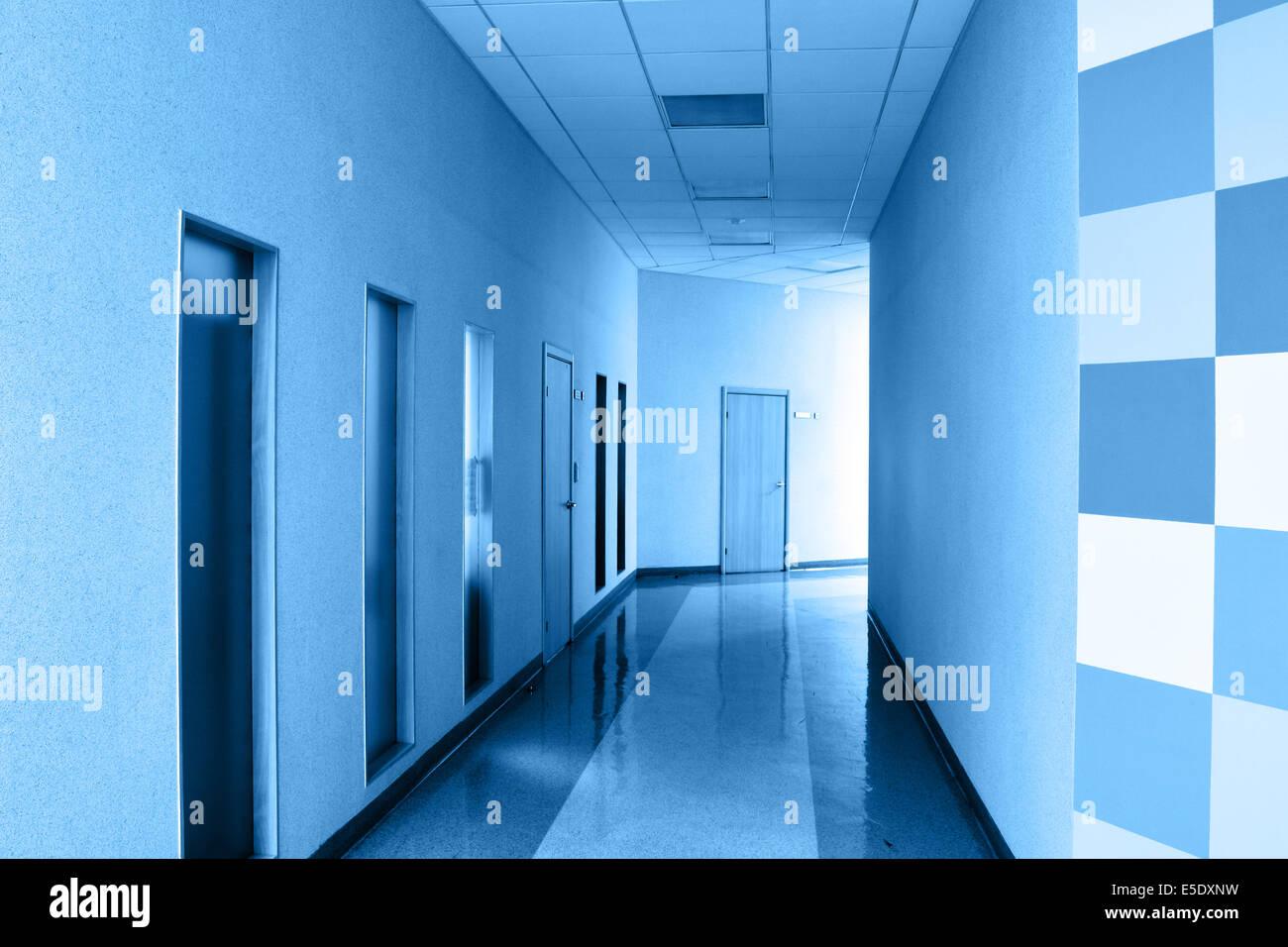 Perspective de couloir à bureau moderne dans des tons de couleur