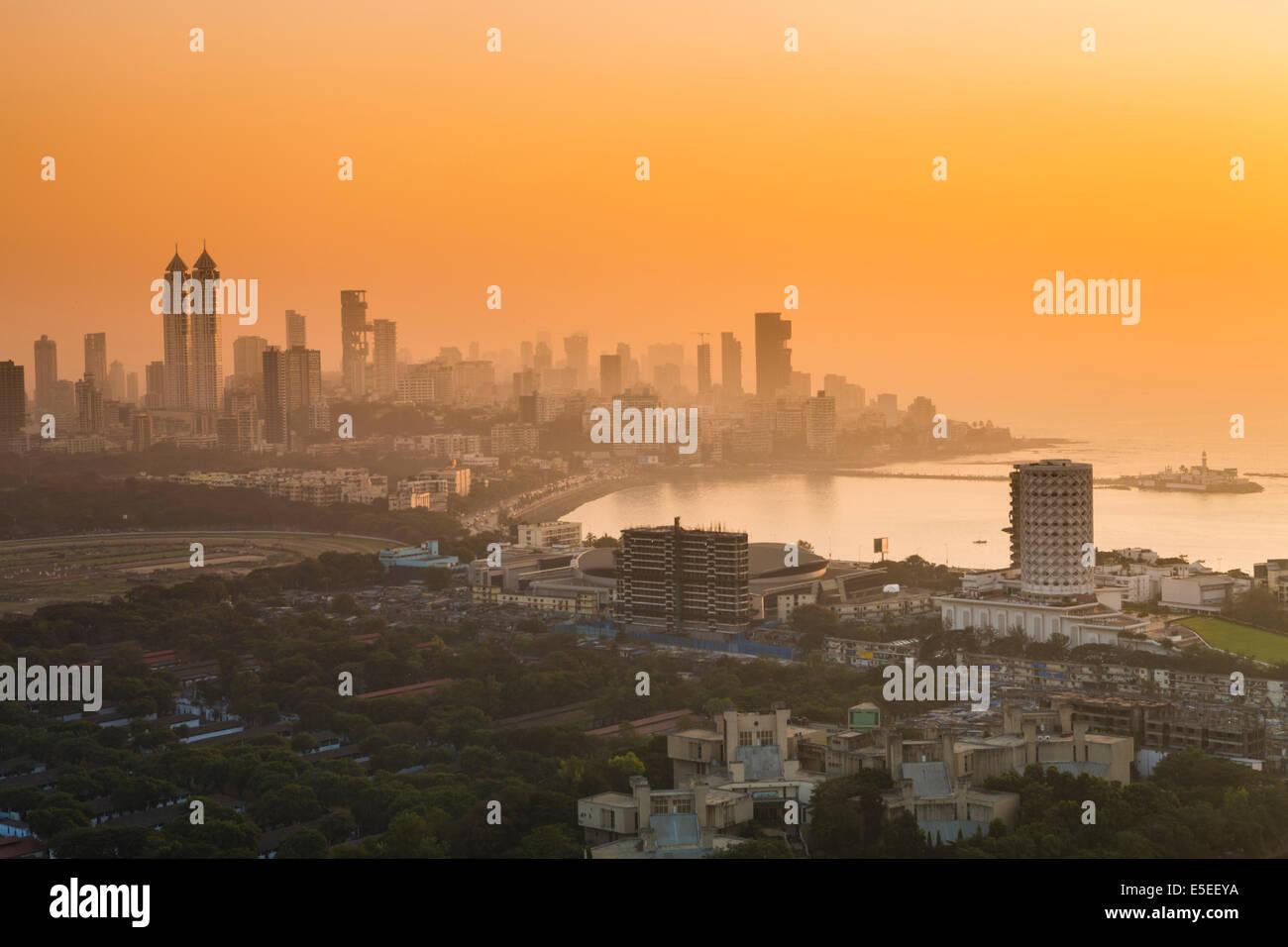 Haji Ali Bay et du centre-ville, dans le centre sud de Mumbai, Inde Photo Stock