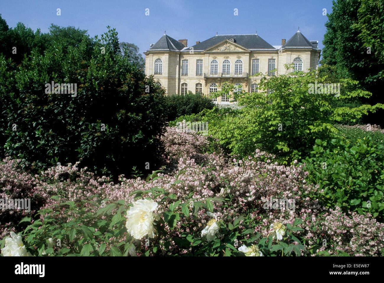 France Paris 7e Faubourg Saint Germain 79 Rue De Varenne Lhtel Biron Muse Rodin Hotel Particulier Faade Sur Jardin Fleurs Buisson Massif