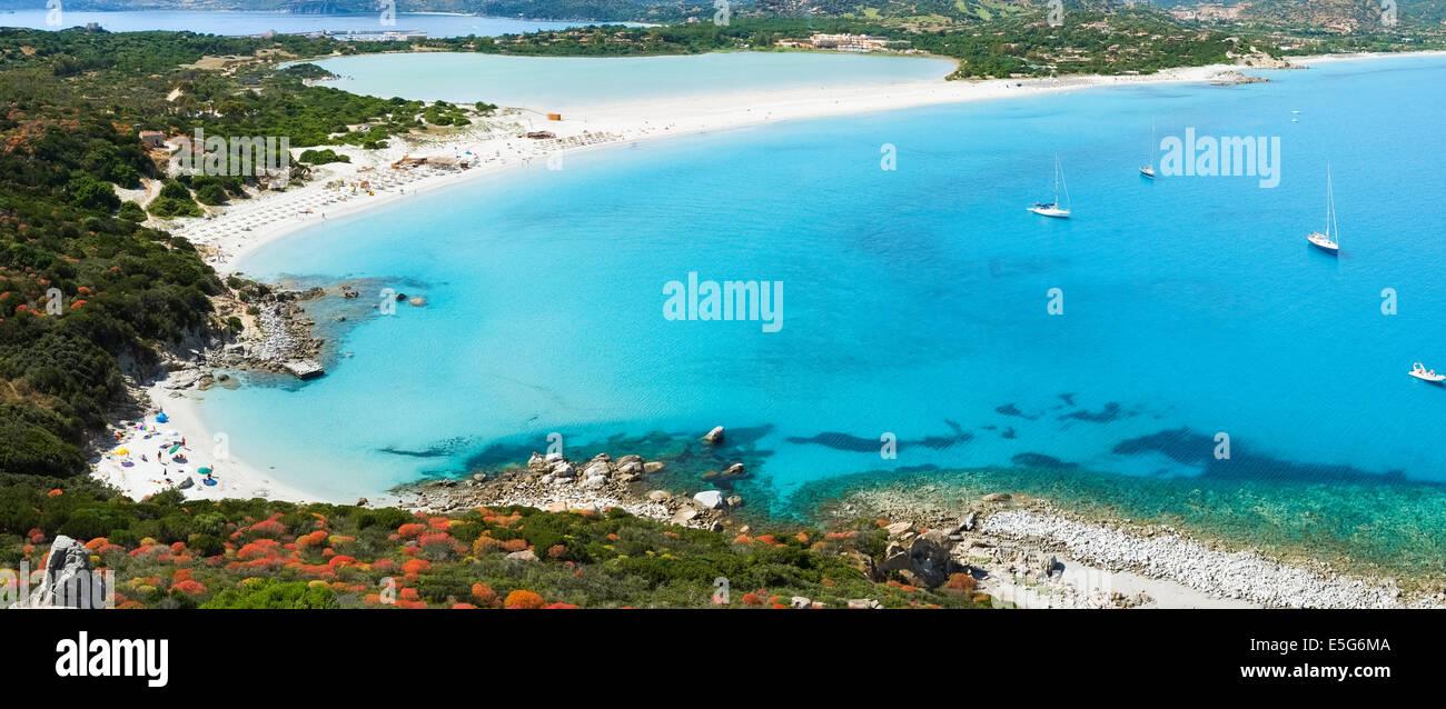Vue aérienne de Villasimius et plage de Porto Giunco, Sardaigne, Italie Banque D'Images