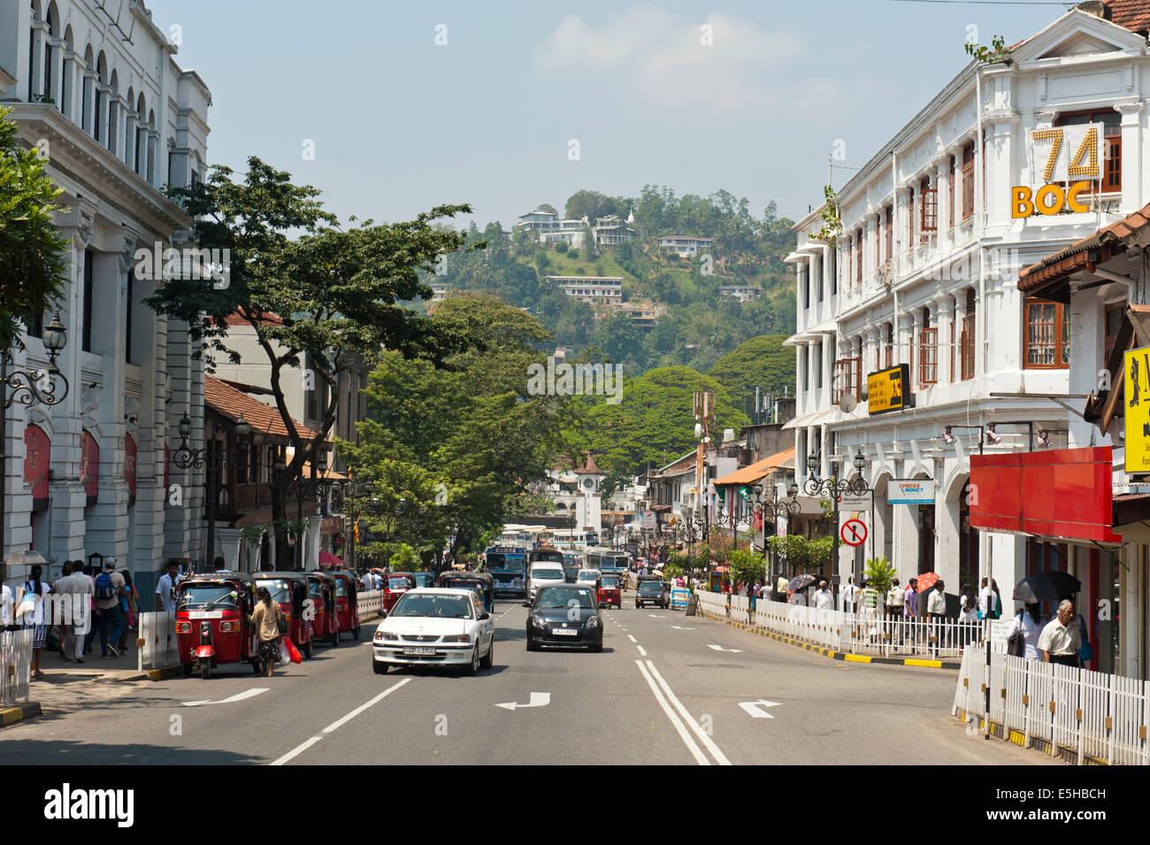 L'architecture coloniale sur la route principale, Kandy, Sri Lanka Photo Stock