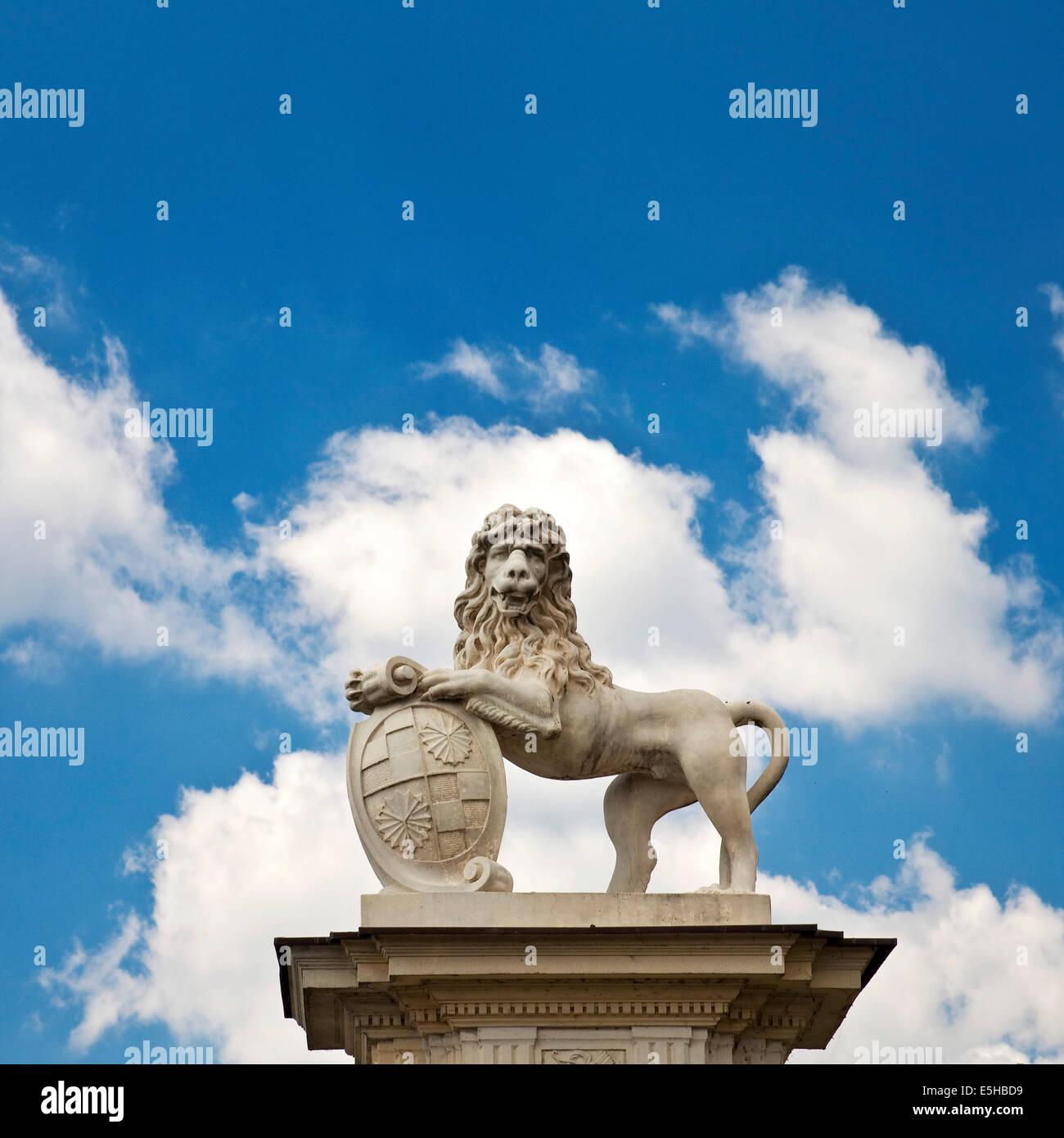 Lion sculpture près de Donderberg Palace, Nordkirchen, Westmünsterland, Münsterland, Rhénanie du Nord-Westphalie, Allemagne Banque D'Images