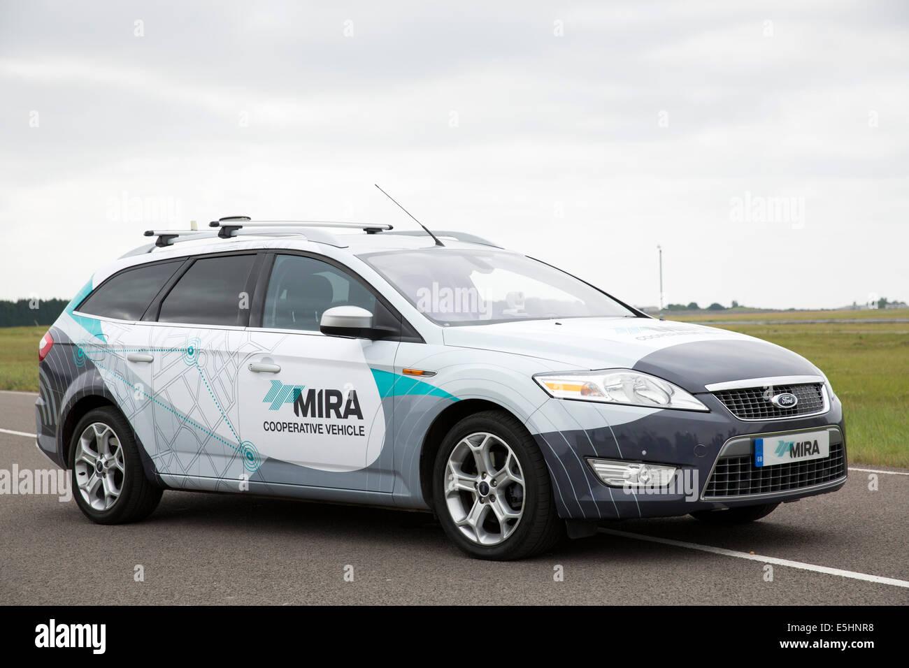 Lancement de la voiture sans conducteur à MIRA (Motor Industry Research Association). Sur la photo la voiture Photo Stock