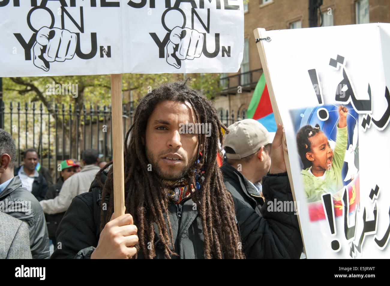 Manifestant de l'Érythrée, en face de Downing Street, Londres, Angleterre. Photo Stock