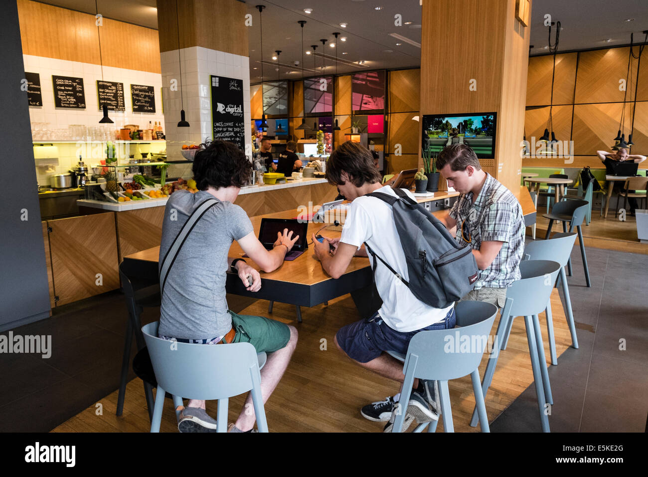 Nouveau Microsoft Digital Eatery cafe sur l'Unter den Linden à Berlin Allemagne Photo Stock