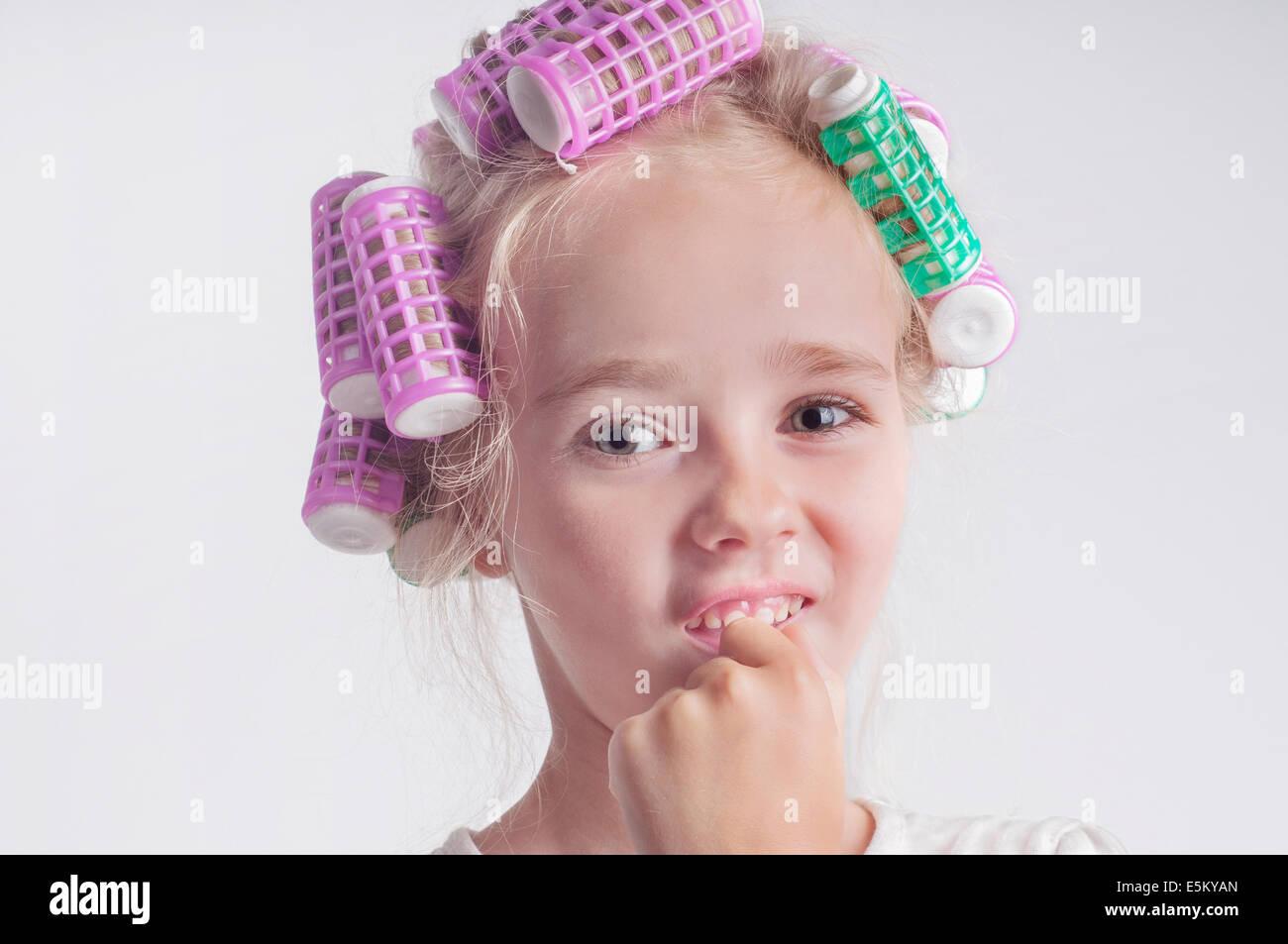 Cute girl portrait enfant in curlers Photo Stock