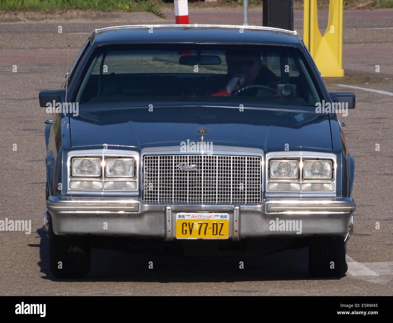 1981 Buick Riviera, néerlandais enregistrement licence GV-77-DZ, pic2 Photo Stock