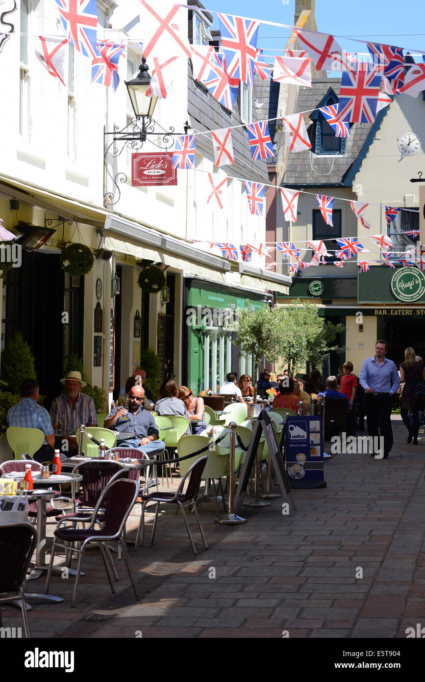 Brasserie chic et repas en plein air dans Halkett Street, Jersey, Channel Islands, GB Photo Stock