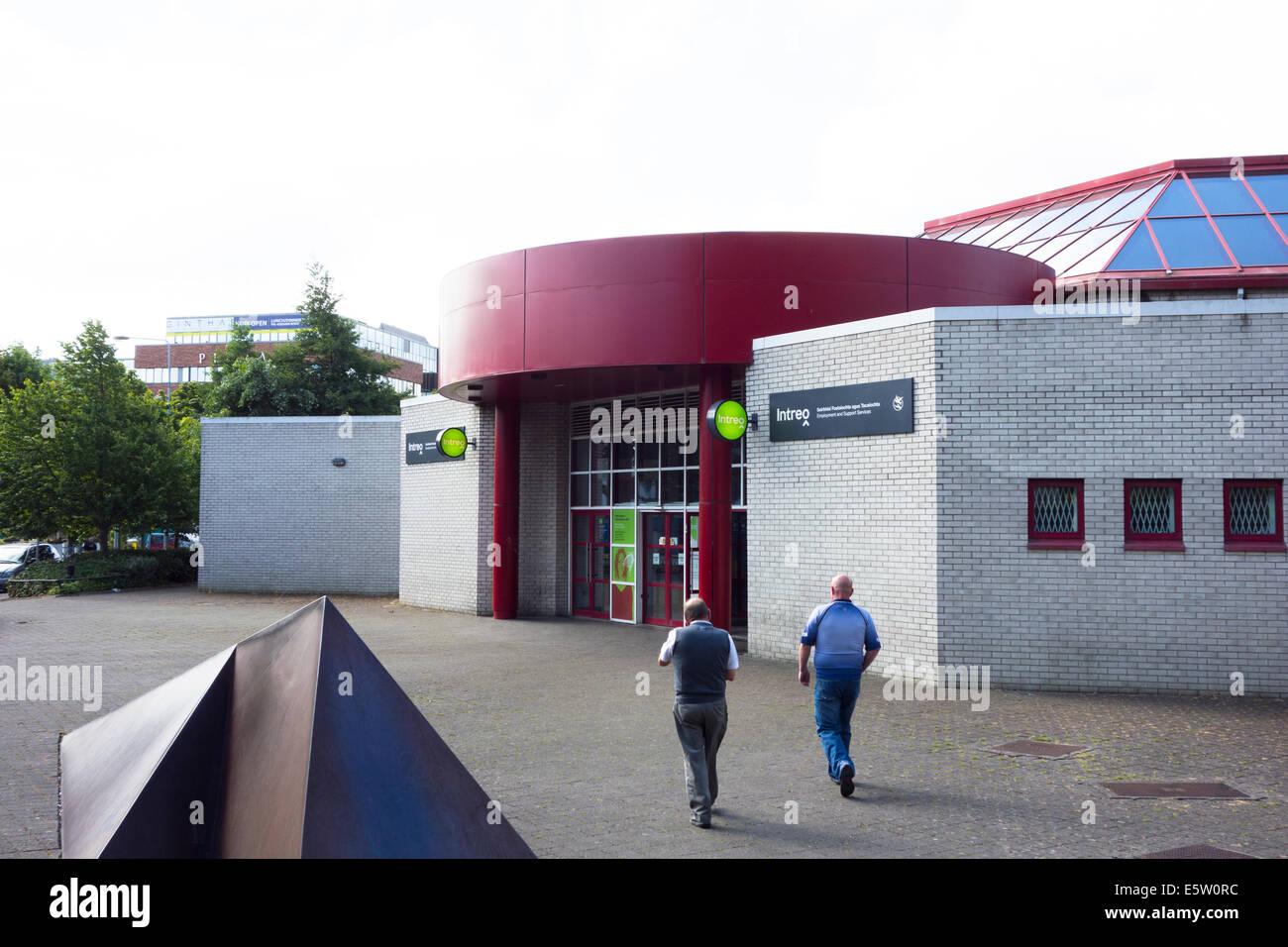 L'entrée de l'Intreo bureaux d'aide sociale à Tallaght, Dublin, Irlande Banque D'Images