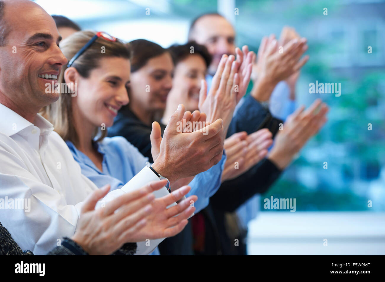 Groupe de personnes applaudissant Photo Stock