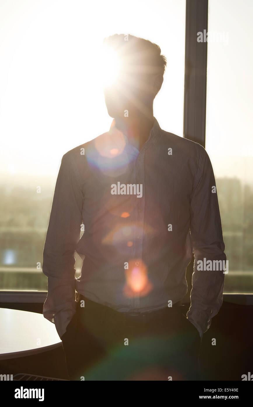 Jeune homme, silhouette Photo Stock