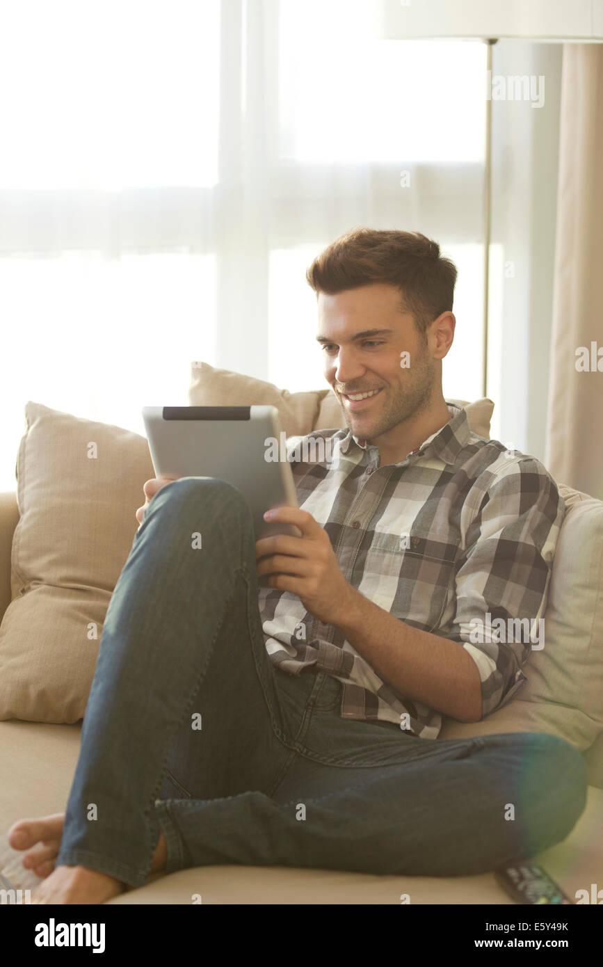 Les appareils sans fil faire rester en contact avec d'autres plus facile que jamais Photo Stock