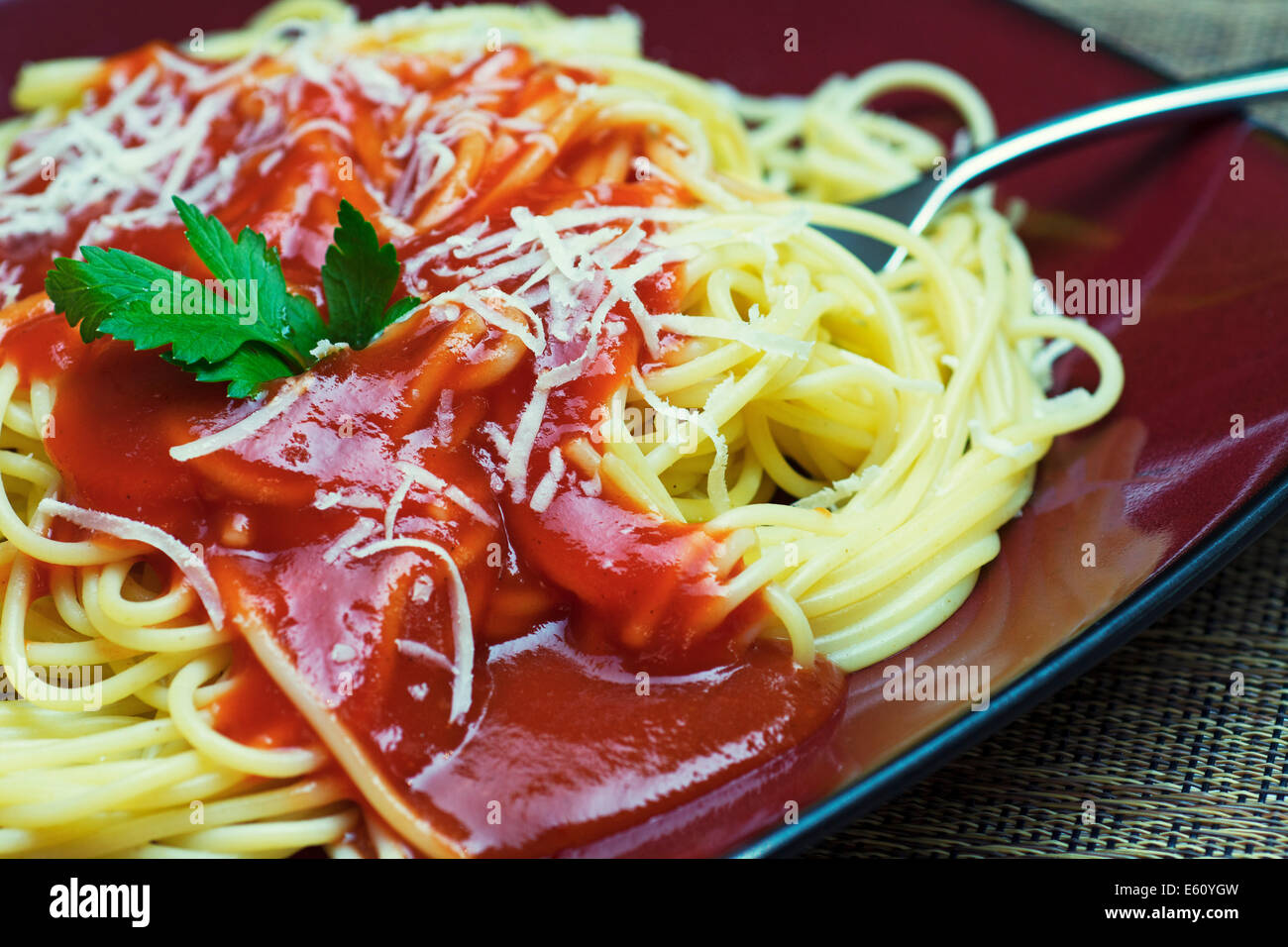 Spaghetti à la sauce tomate, sauce pour pâtes Photo Stock