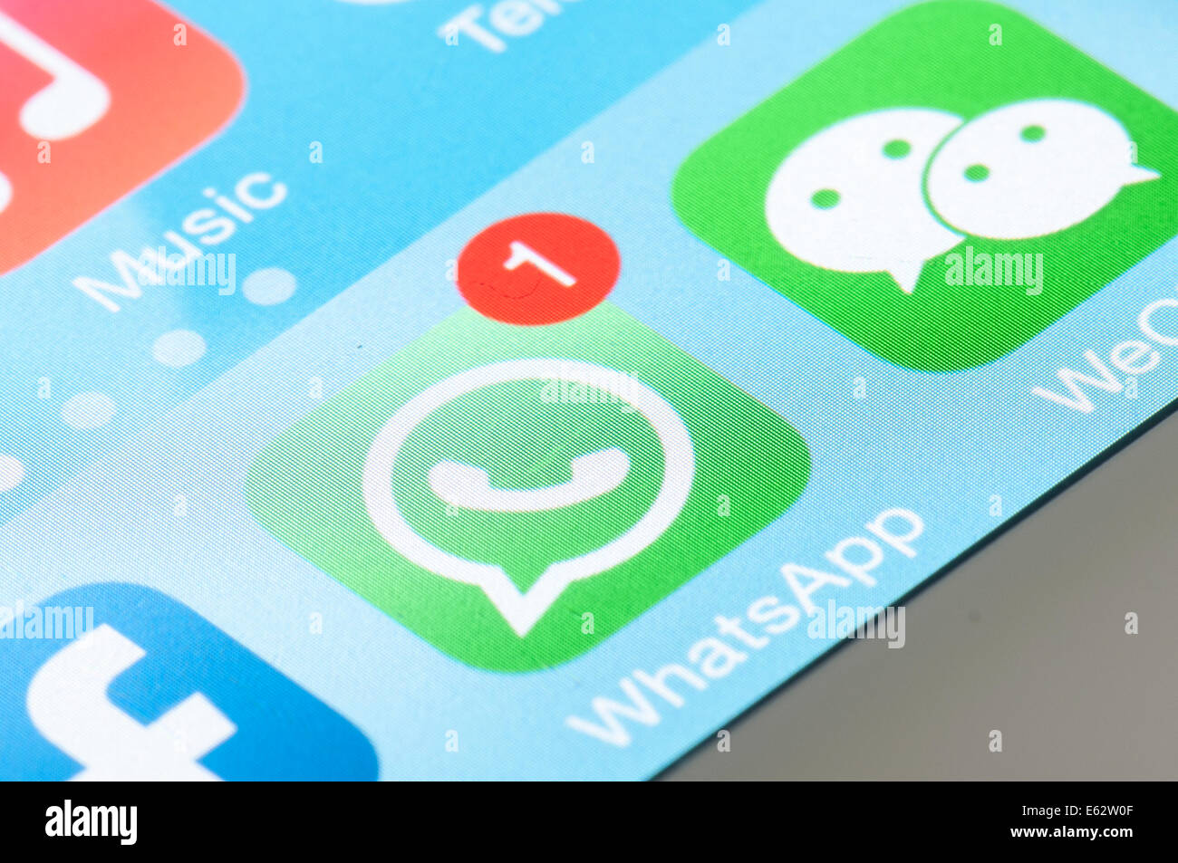 WhatsApp whats app icône dans l'écran mobile logo Photo Stock