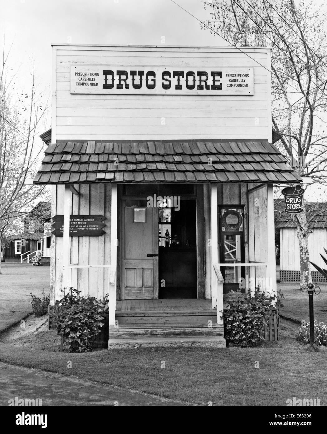 Années 1900 PETIT DRUG STORE TOUR DE SIÈCLE Photo Stock