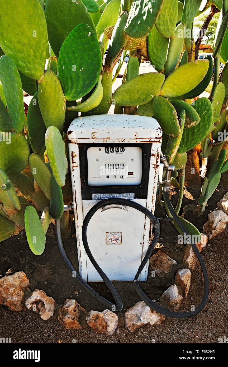 Ancienne pompe à essence, Solitaire, historiquement Areb, depuis 1848, les petits règlement privé Photo Stock