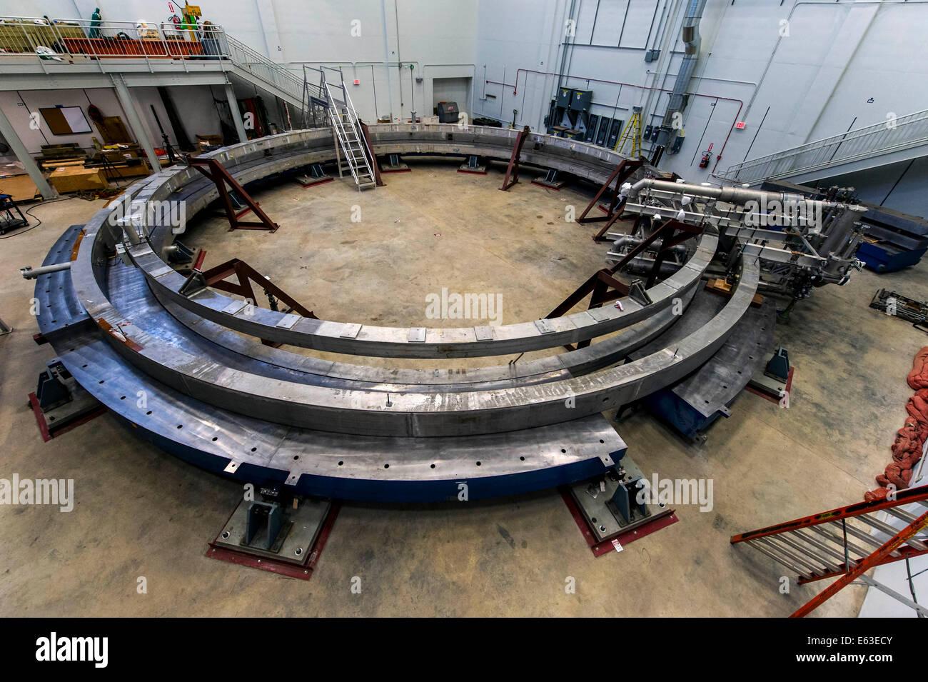Batavia, Illinois, USA. 12e Août, 2014. Un 50 pieds de large, de l'électro-aimant ici installé Photo Stock