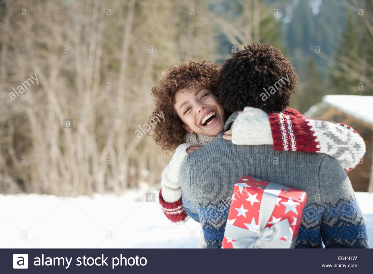L'homme et la femme embracing Photo Stock