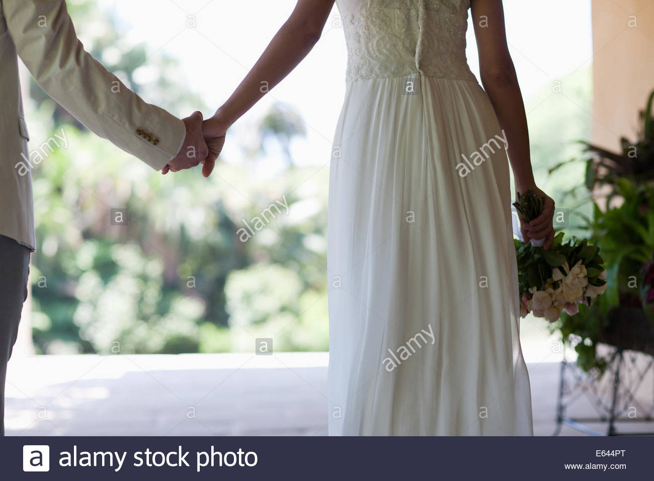 Bride and Groom holding hands Photo Stock