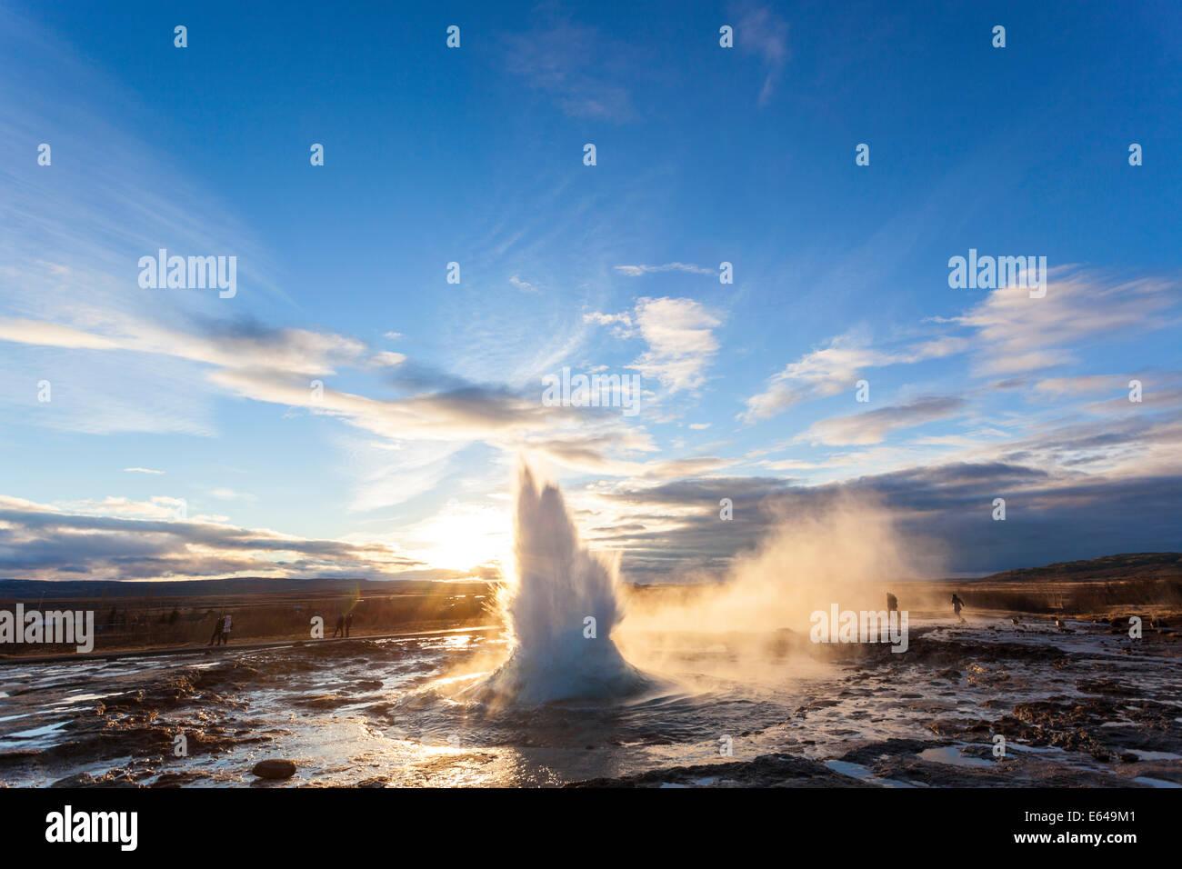 Strokkur (la baratte), Geysir, Islande, cercle d'Or Photo Stock