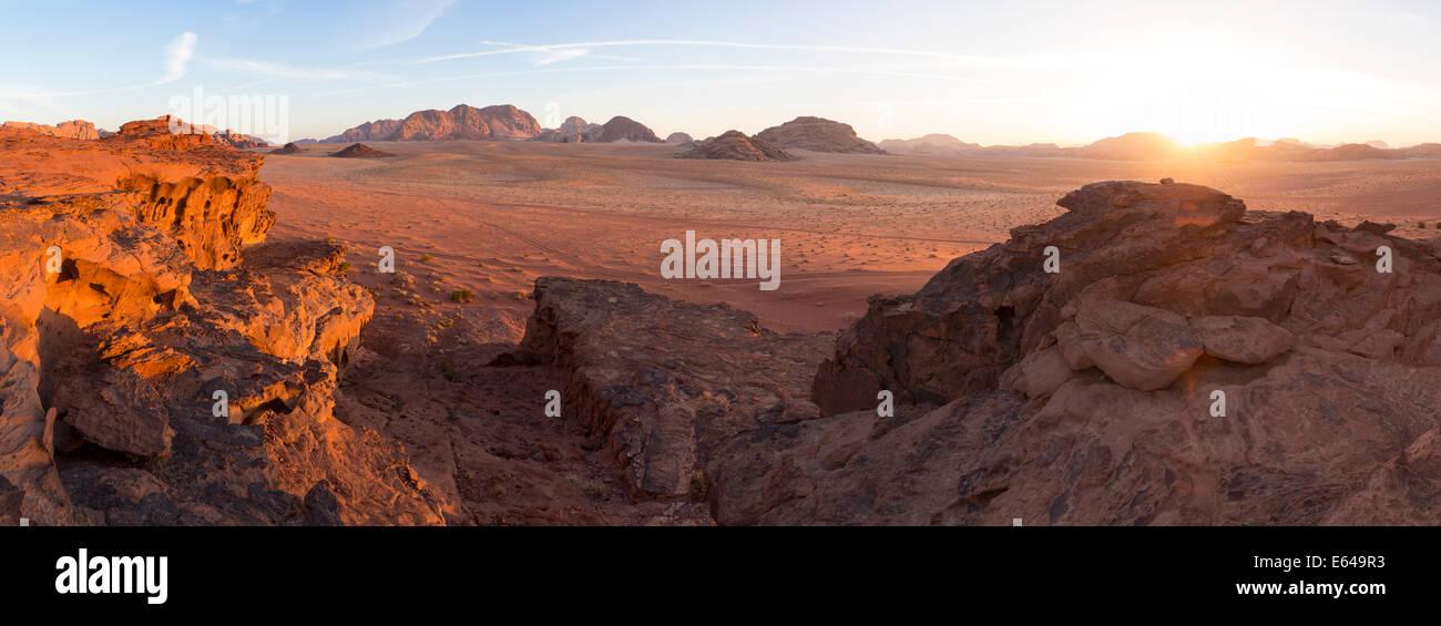 Le coucher du soleil, le désert de Wadi Rum, Jordanie Photo Stock