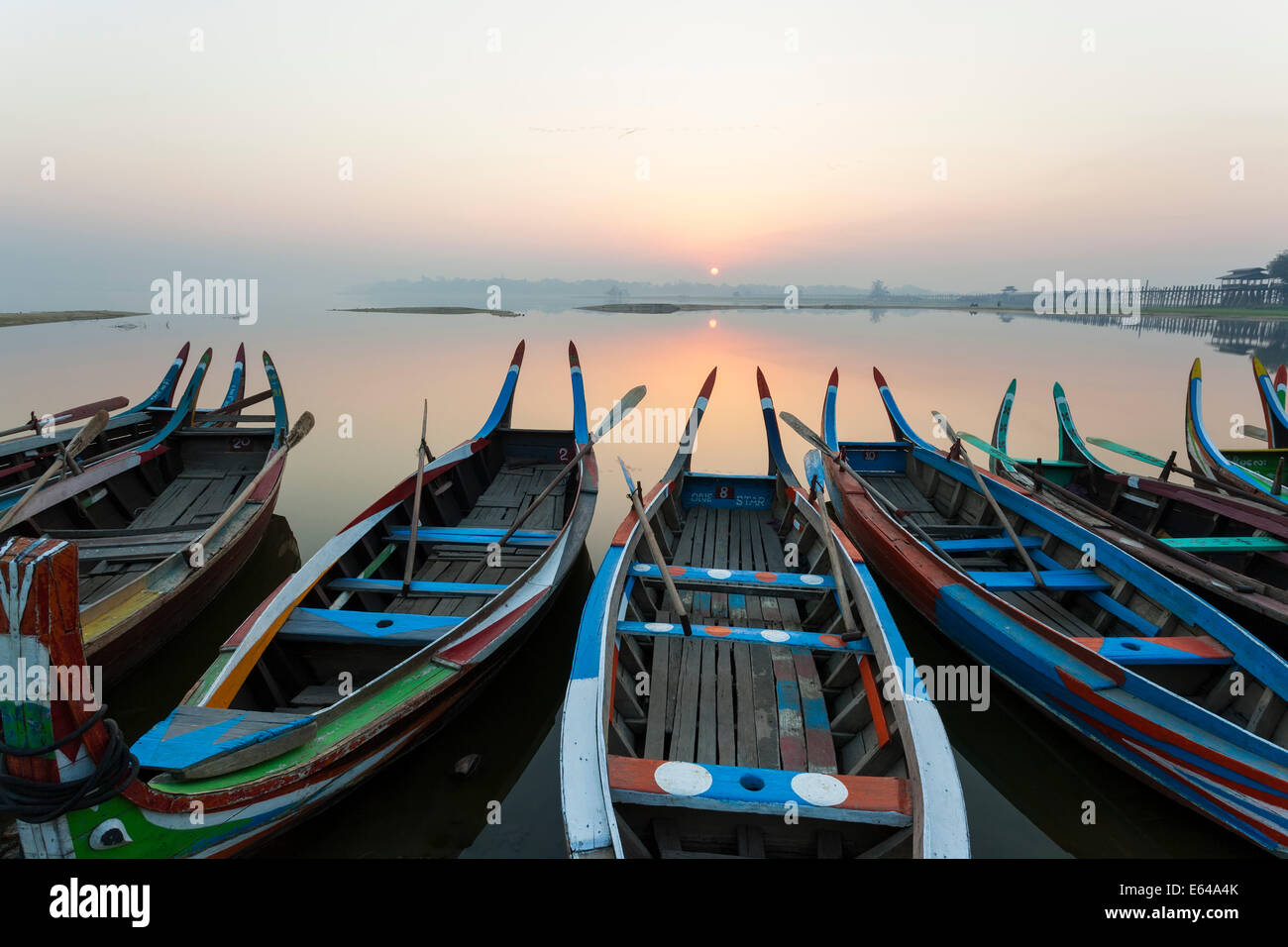 Le lever du soleil, Amarapura, Mandalay, Birmanie, Myanmar Photo Stock