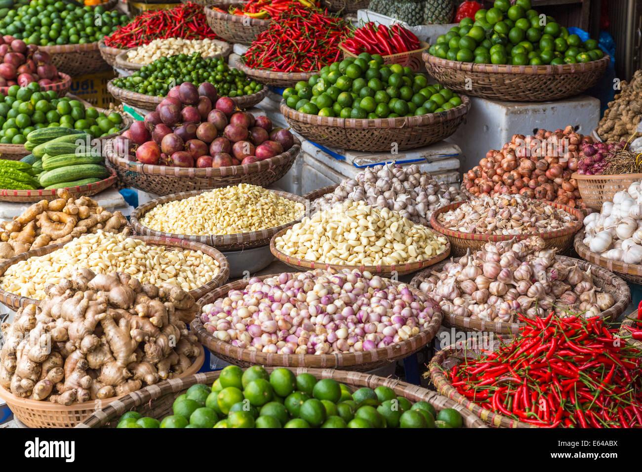 Kiosque de légumes au marché, Hanoi, Vietnam Photo Stock
