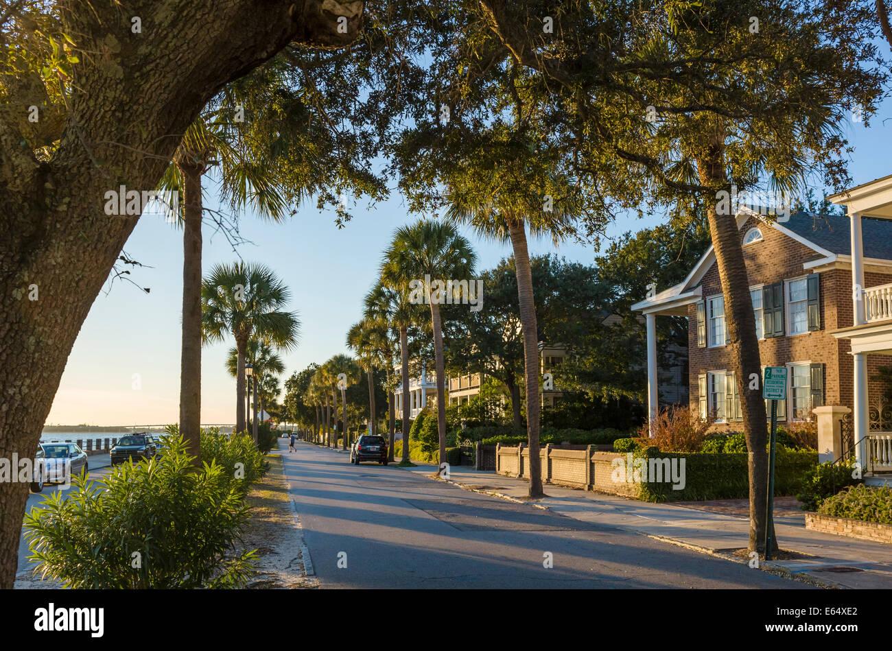 Les maisons historiques le long du front de mer sur Murray Boulevard, éclairé par le soleil couchant, Photo Stock