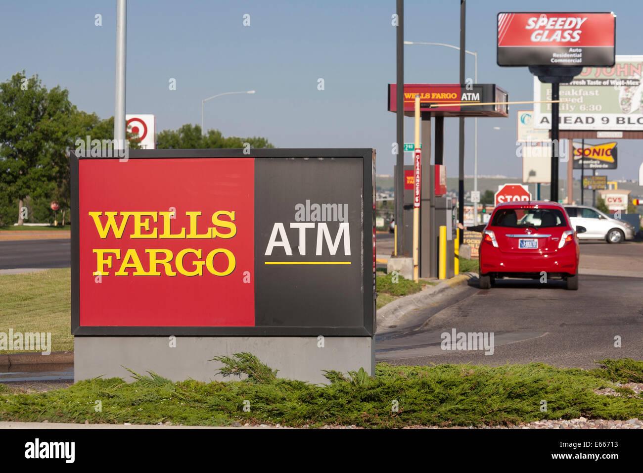 La Wells Fargo Bank Drive-thru ATM, USA Banque D'Images