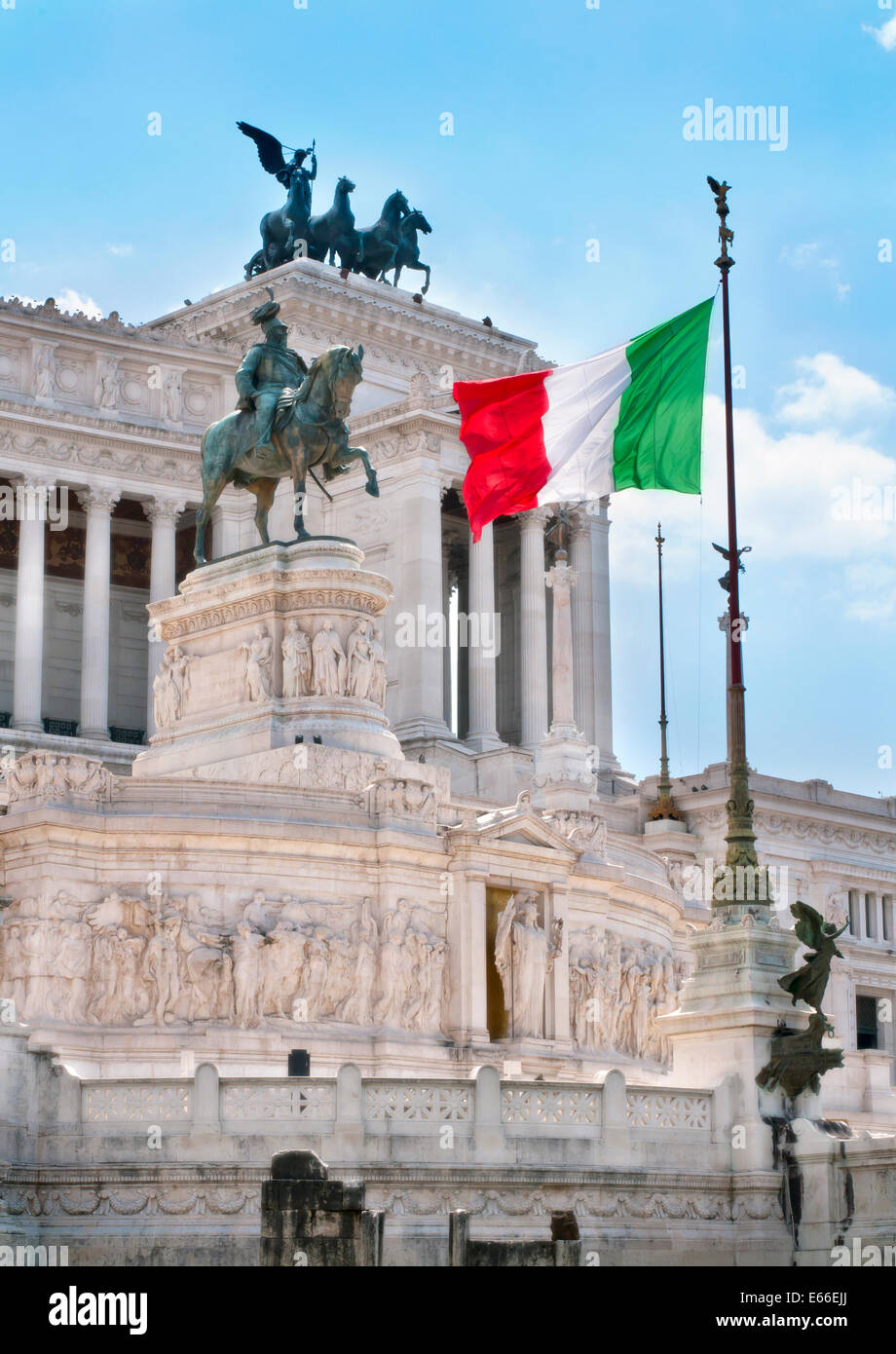 Drapeau italien dans le monument Vittoriano Photo Stock