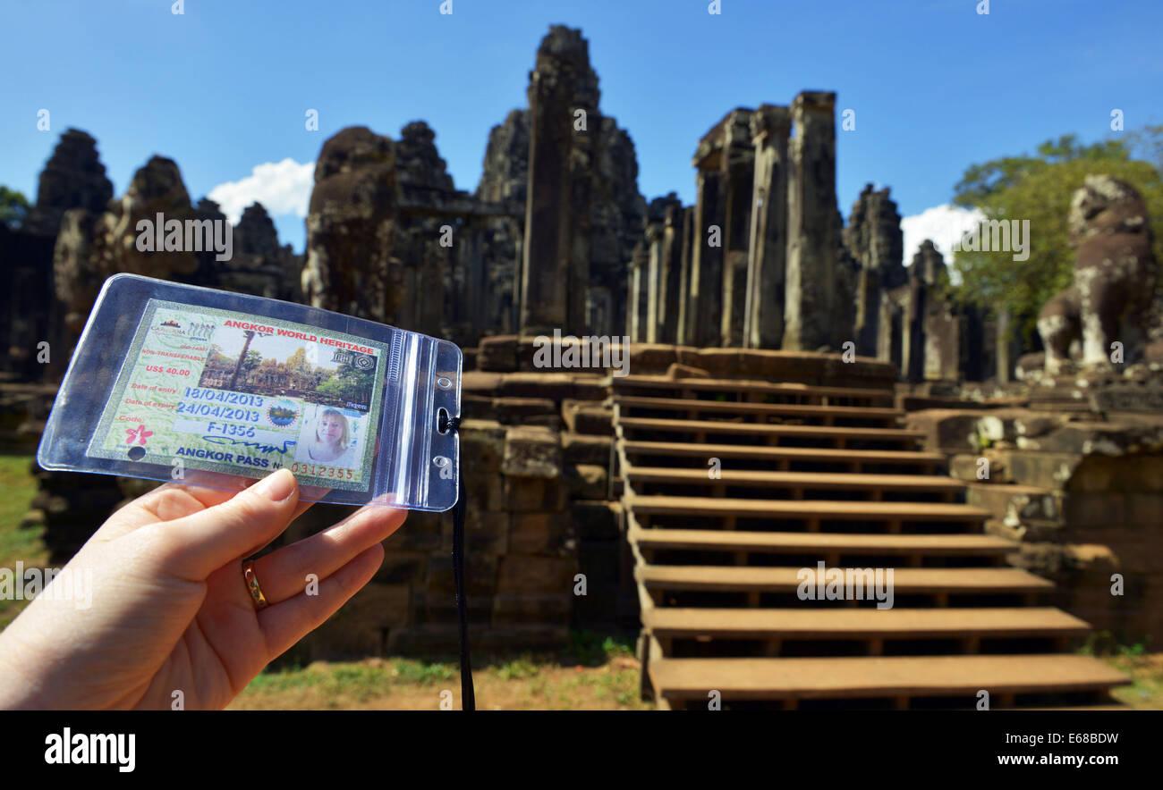 Temple du tourisme col à Angkor Thom temple partie du complexe d'Angkor Wat Siem Reap, Cambodge Photo Stock