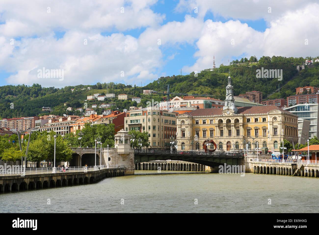 BILBAO, ESPAGNE - 10 juillet 2014: vue sur le centre de Bilbao, Pays Basque, Espagne. Banque D'Images