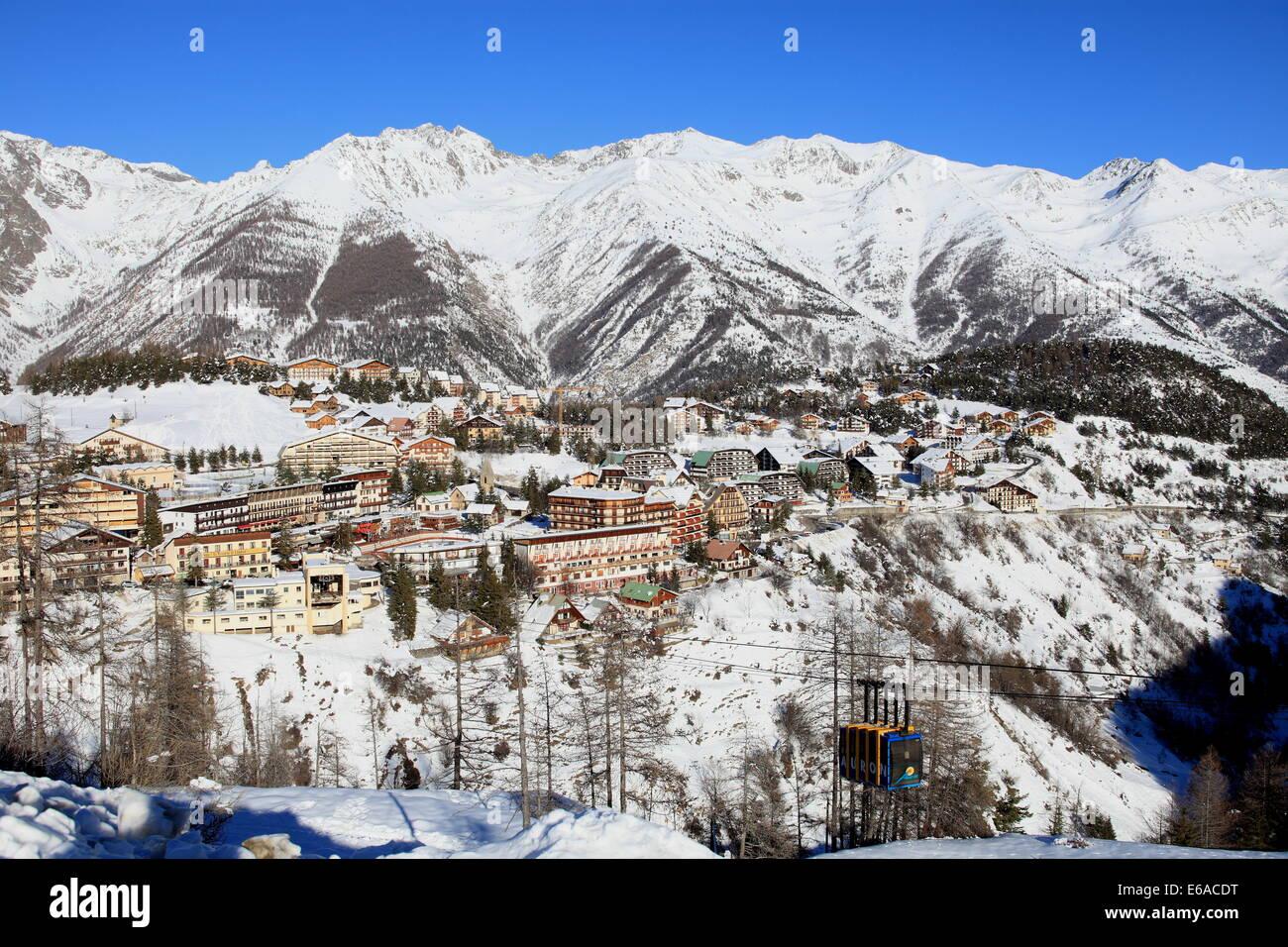 La station de ski d 39 auron sous la neige en hiver dans le parc national du mercantour alpes - Office de tourisme d isola 2000 ...