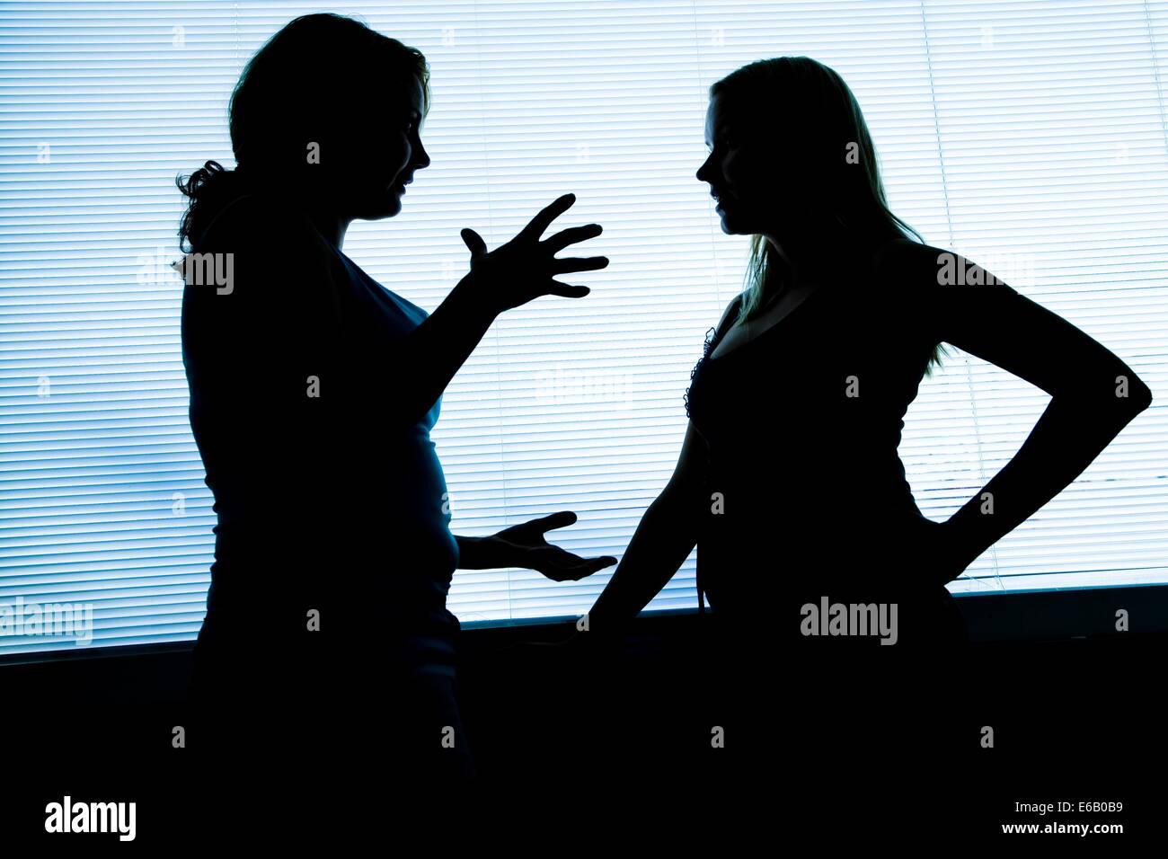 Silhouette,interview,débat,gesturing Banque D'Images