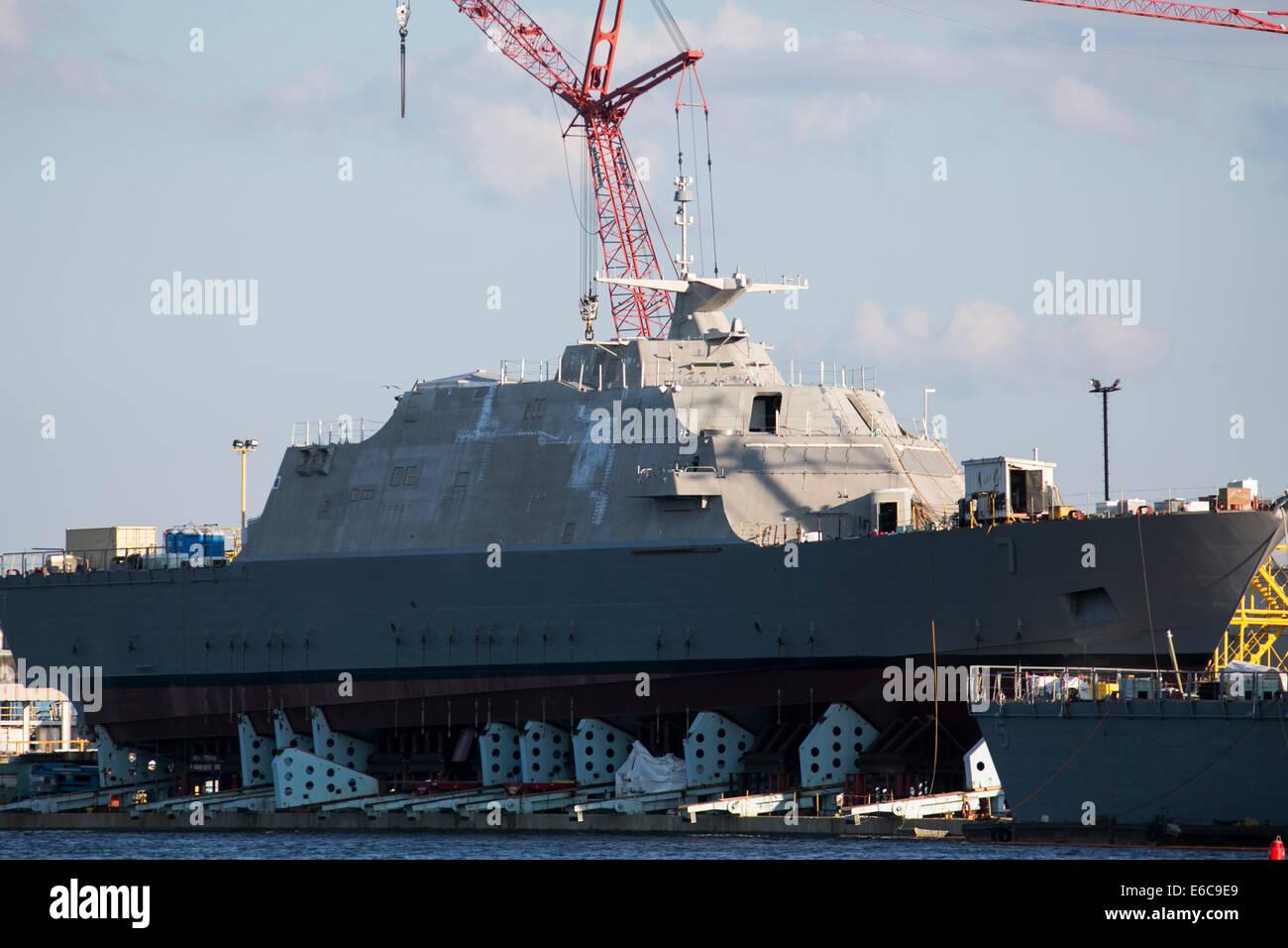 United States Navy combat littoral des navires en construction à Marinette Marine Corporation dans la région Photo Stock