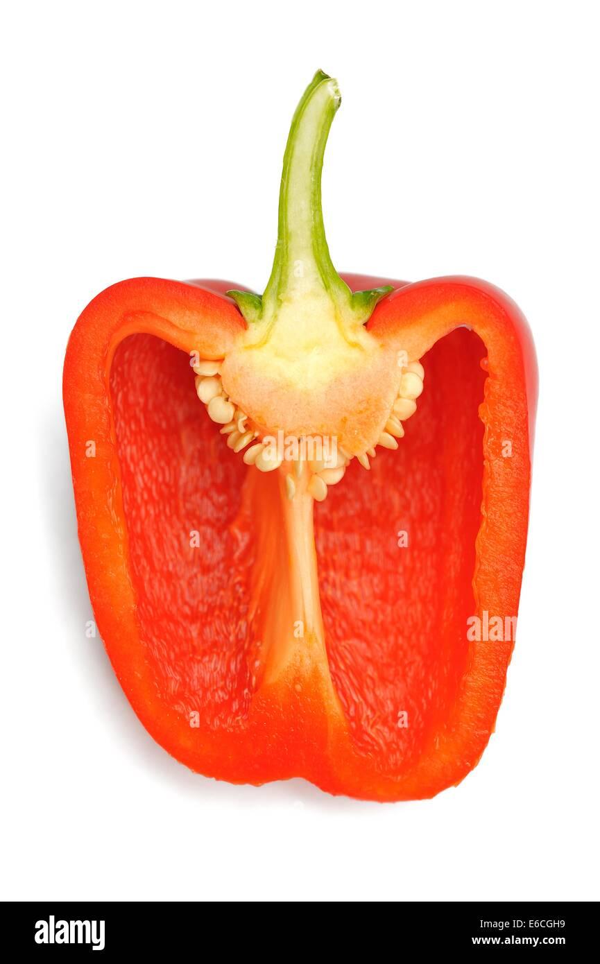 Un poivron rouge coupé en deux montrant close up detail de semences Photo Stock