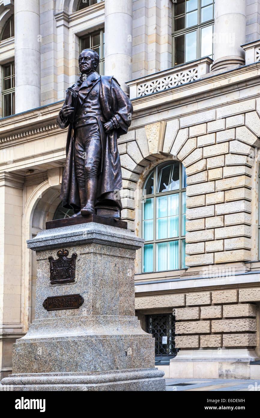 Statue de Karl August von Hardenberg, un homme d'État prussien, en face de la Chambre des Représentants de Berlin. Banque D'Images