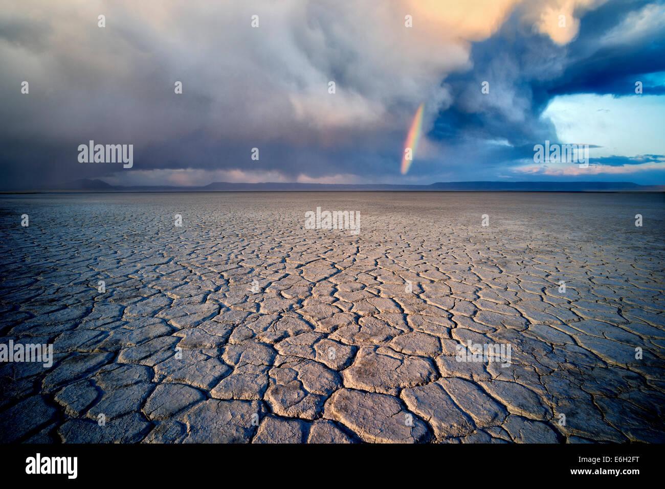 Alvord Desert avec arc-en-ciel. Harney Comté (Oregon). Photo Stock