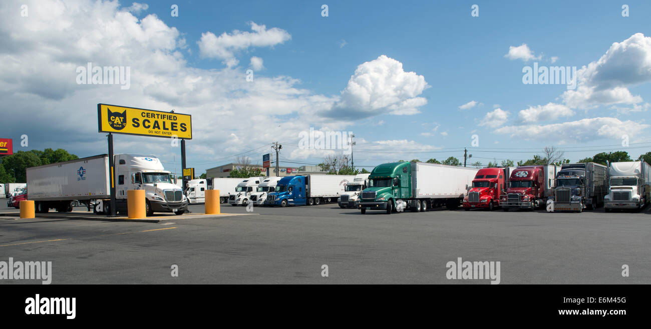 Balances à camion Truck Stop Travel centres pilotes, Milford, CT. Photo Stock