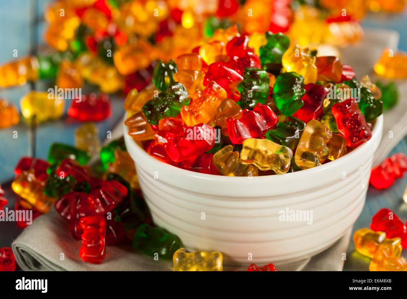 Fruité coloré ours gommeux prêt à manger Banque D'Images