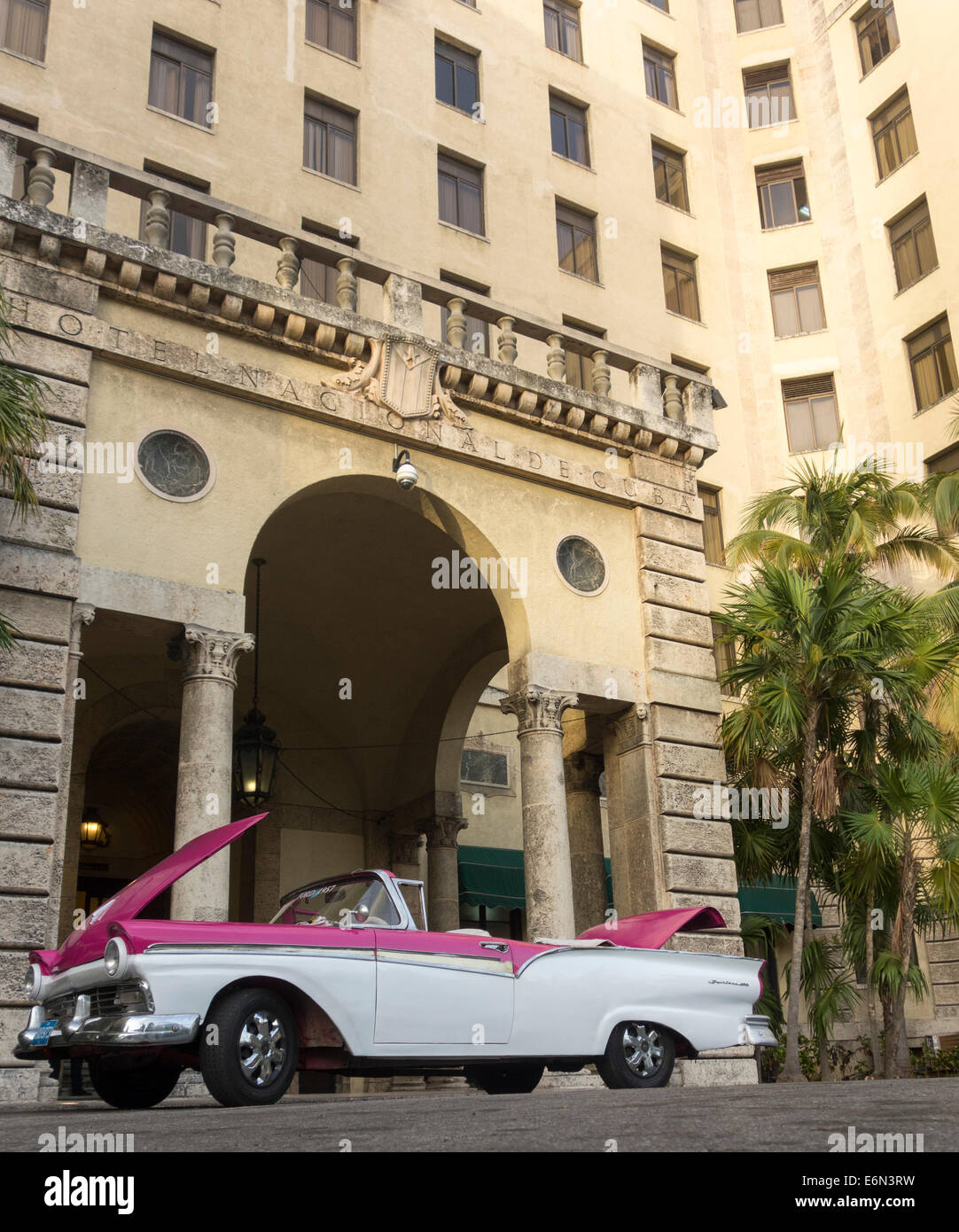 Ancien 1950 Ford Fairlane 600, l'Hotel Nacional de Cuba, La Havane, Cuba Photo Stock