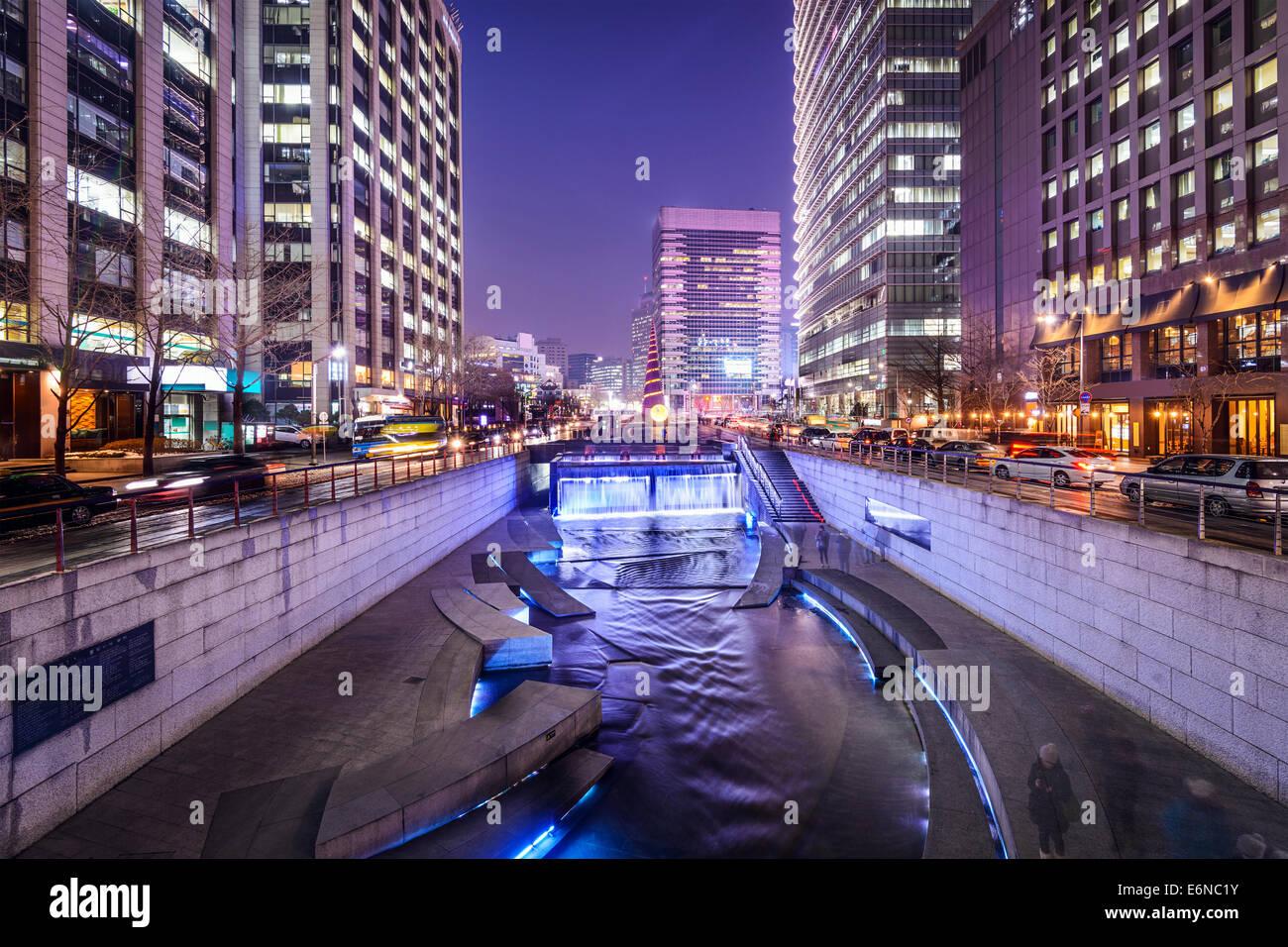Séoul, Corée du Sud à la ville Rue Cheonggye Flux. Photo Stock