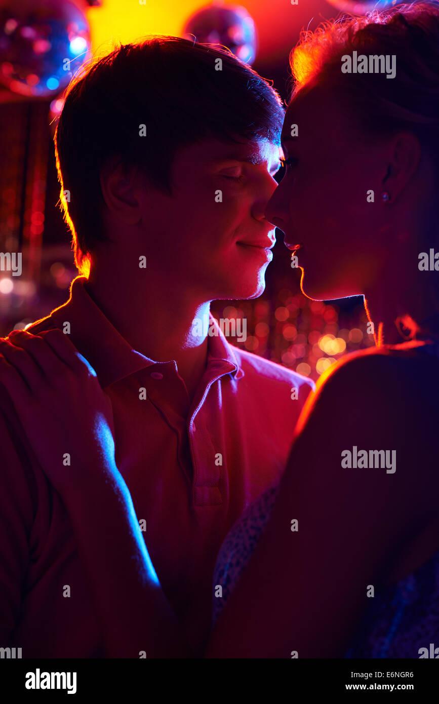 Couple amoureux loisirs dépenses dans le night club Banque D'Images