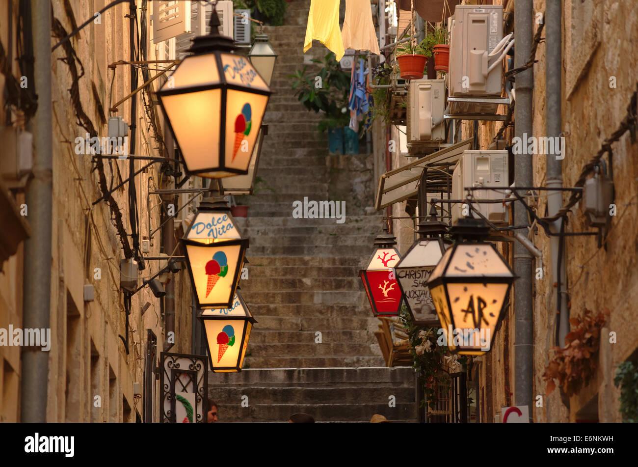 Lampes de style vénitien, dans la vieille ville de Dubrovnik, Croatie. Photo Stock