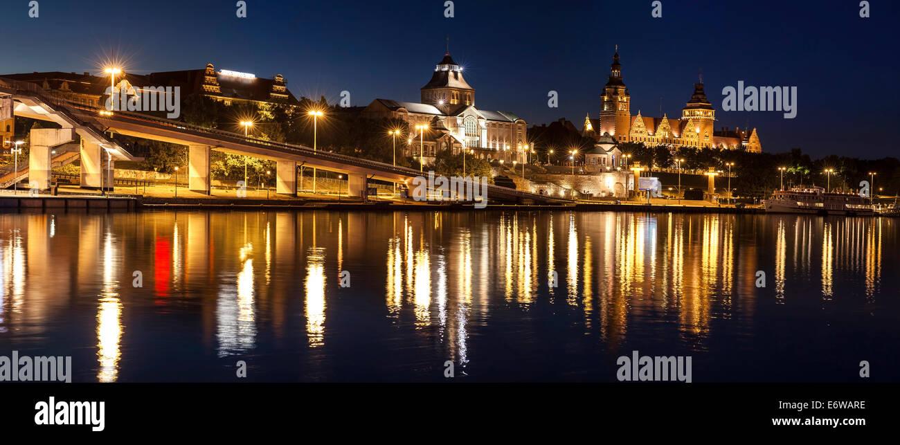 Quai Chrobry à Szczecin (Stettin) Ville de nuit, la Pologne. Photo Stock