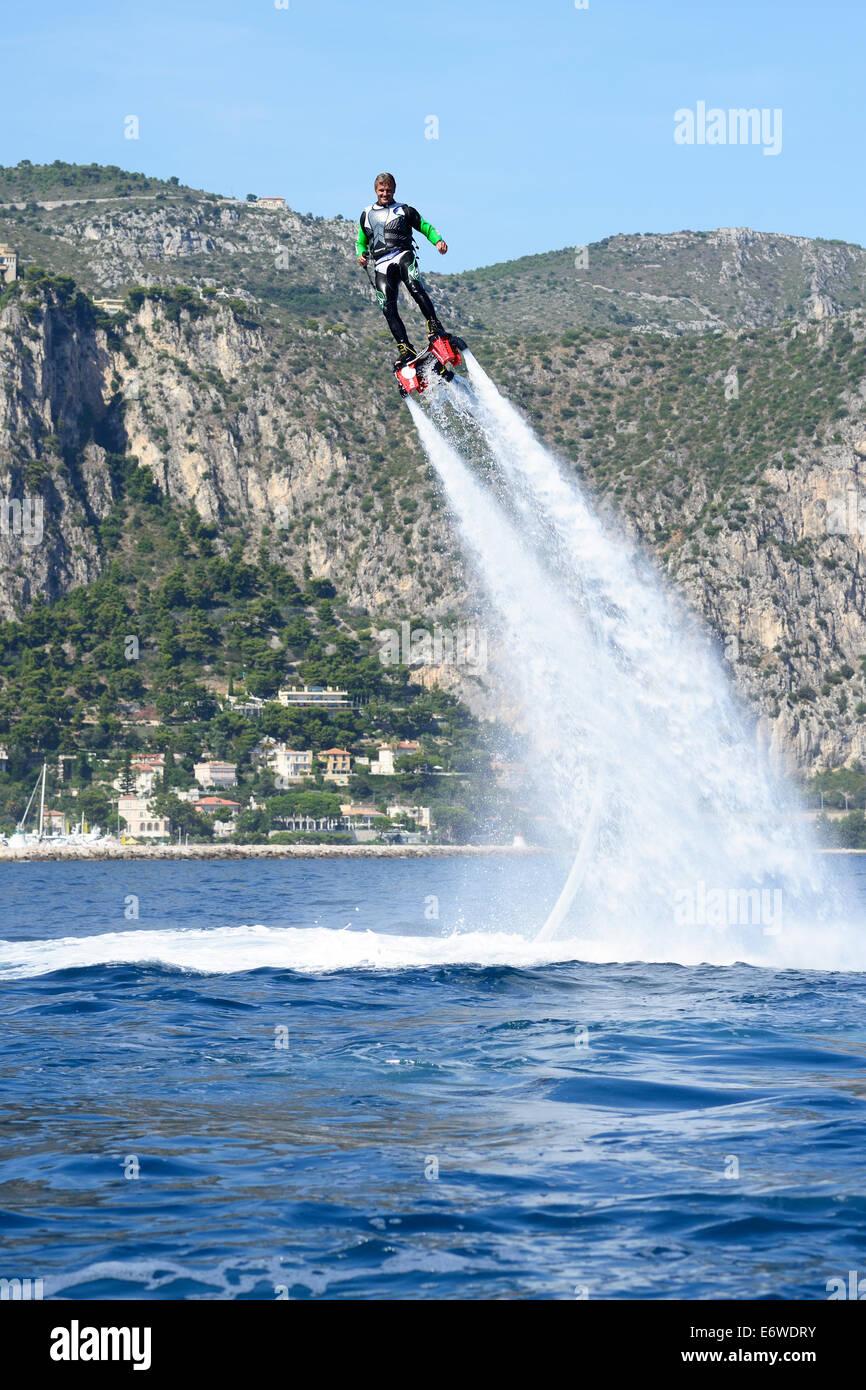 FLYBOARDING. Beaulieu-sur-Mer, Alpes-Maritimes, Côte d'Azur, France. Photo Stock